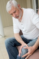 Picture of man with knee pain